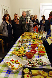 Biofaires Catering, bestellt durch Ingrid Witton und Layla (links) (Foto Gisela Baudy)