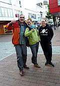 V.l.n.r.: M-K-K-B, Lea Koch und FÖJ-lerin Jule von Globales Lernen Harburg (Foto Gisela Baudy)