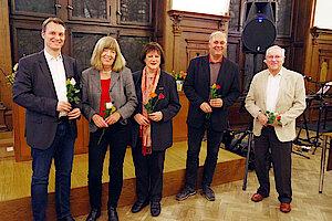Jurymitglieder v.l.n.r.: Robert Timmann, Helga Kedenburg, Angelika Grözinger, Frank Wiesner, Rolf Buhs (Foto Gisela Baudy). Zu den Jury-Mitgliedern gehören ferner Dr. Dirka Grießhaber, Myriam Kagerah und Jörg Penner.