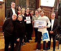 Dritter Preis für das Projekt NaNe. Mit im Bild: Robert Timmann, Sophie Fredenhagen und Norbert Koßyk. (Foto Gisela Baudy)